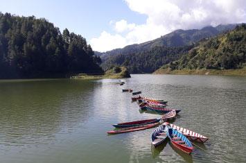 lake boats nepal