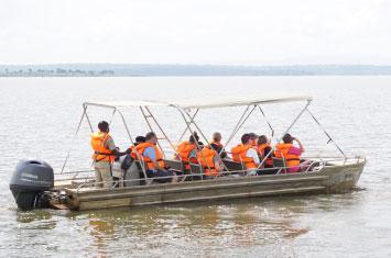 boat rwanda lake